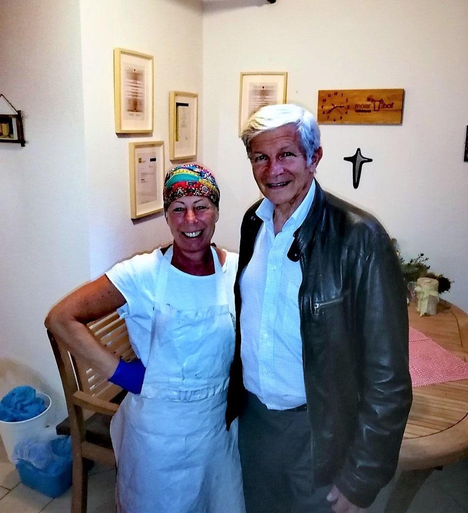 Hans Berger zu Besuch in der Käserei